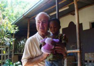 KTU viešės šimtus vaikų gyvybių per Ruandos genocidą išgelbėjęs lietuvių kunigas Hermanas Jonas Šulcas