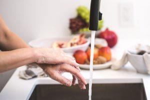 KTU lektorė apie dezinfekcijos būdus: pirmiausia svarbu laikytis asmens higienos taisyklių