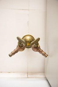 bronzinis dviejų čiaupų kranas 2