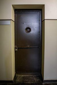 išorinės slėptuvės durys 1