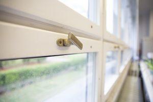 spalvoto metalo langų furnitūra 3