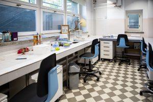 stacionarūs vienpusiai platesni stalai su įmontuota įranga 4