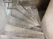 sukti betono laiptai rūsyje