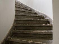sukti betono laiptai su grindjuoste iš 4 a. į pastogę 1