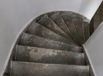 sukti betono laiptai su grindjuoste iš 4 a. į pastogę 2