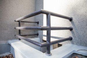 šviesduobės su metalinio vamzdžio turėklais 2
