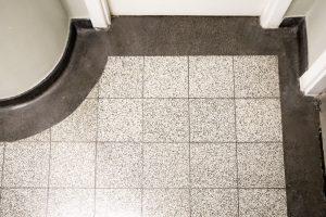 teraco plytelių su juodo teraco apvadu ir grindjuoste danga 1