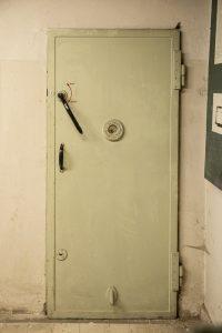 vidinės slėptuvės durys 1