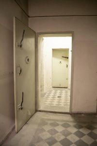 vidinės slėptuvės durys 2